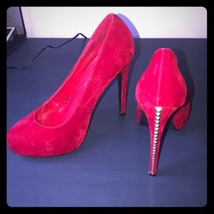 Suede red heels with gold pyramid shapes - size 8